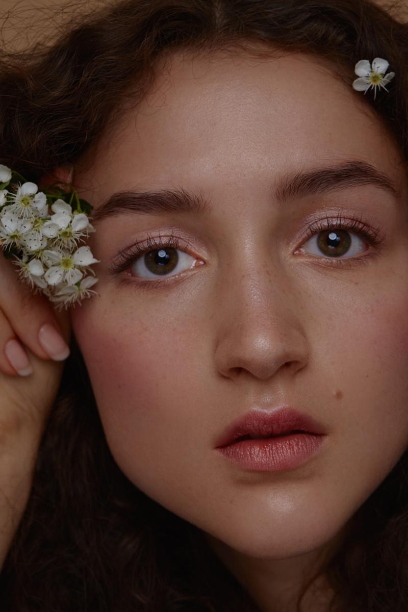 Bachblüten Beauty Editorial Photography: Christine Polz Hair&Make-up: Hannah Manser Model: Caroline S. (@Munich Models)