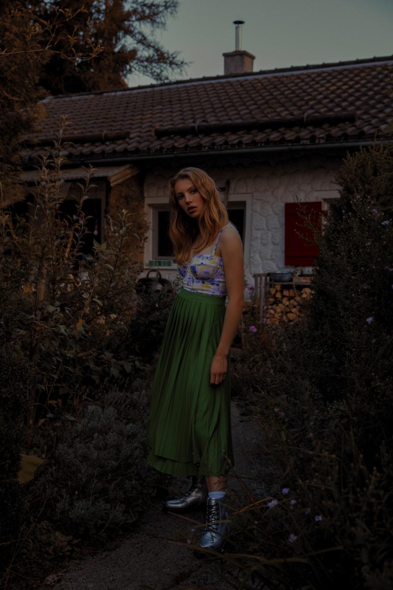 L'Officiel Editorial Photography: Christine Polz Hair&Make-up: Michaela Kireta Styling: Alexandra Dietl Model: Chiara B. (@ELF Models)